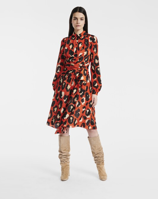 Robe en crêpe de chine imprimé grand léopard - Orange / noir